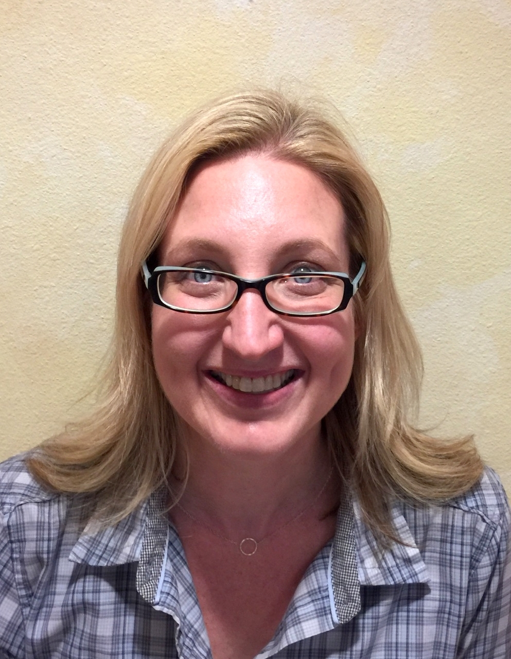 Physical therapy assistantlos angeles - Lara Is A Graduate Of The University Of Puget Sound Before She Managed The Office Her Background As Our Physical Therapy Aide